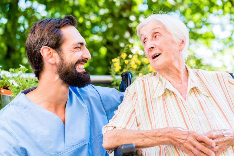 Les soins en maison de retraite