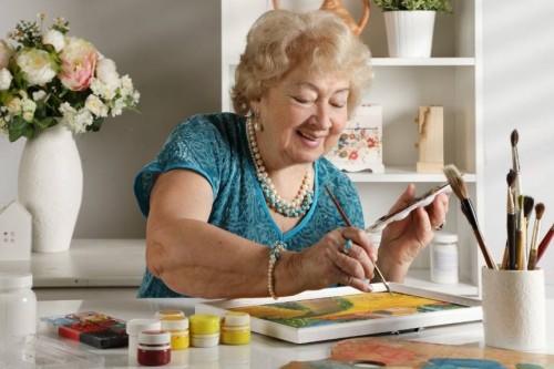 Quels loisirs pour les seniors à domicile ?