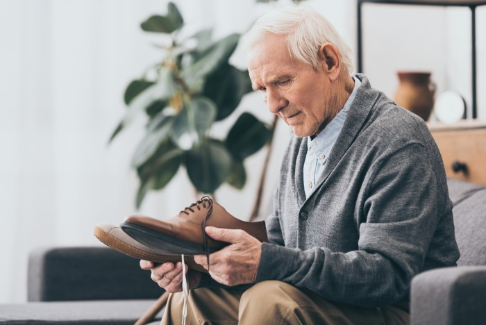 Pertes de mémoire immédiates, difficultés dans le quotidien : La deuxième phase de la maladie d'Alzheimer