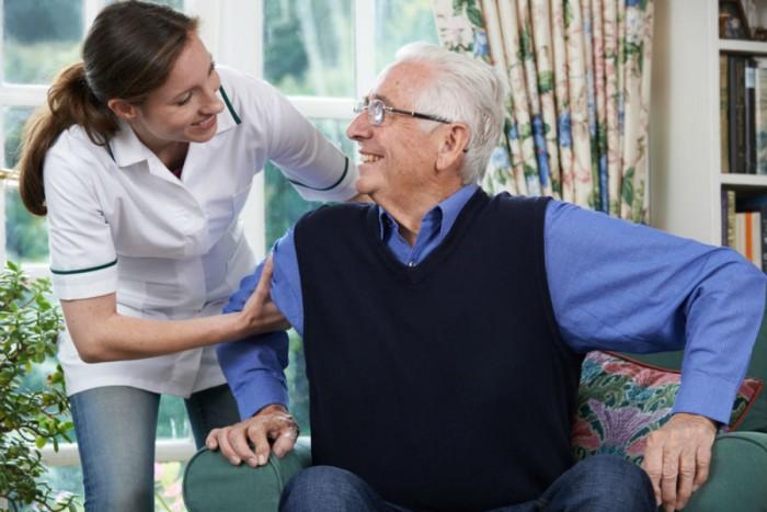 Les soignants en maison de retraite